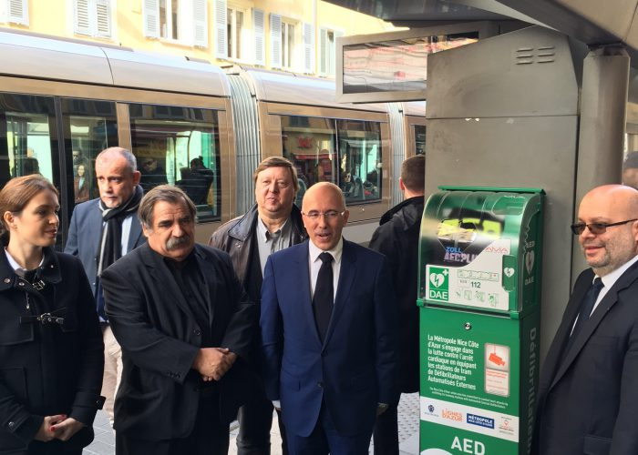 Inauguration du 1er quai de tramway équipé d'un défibrillateur à Nice