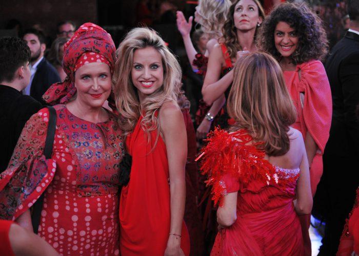 RETROUVEZ LE RED DEFILE AVEC ELLE GIRL TV