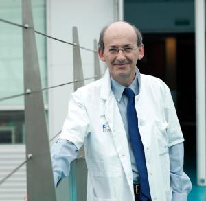 Professeur Philippe Ménasché ambassadeur d'Ajila