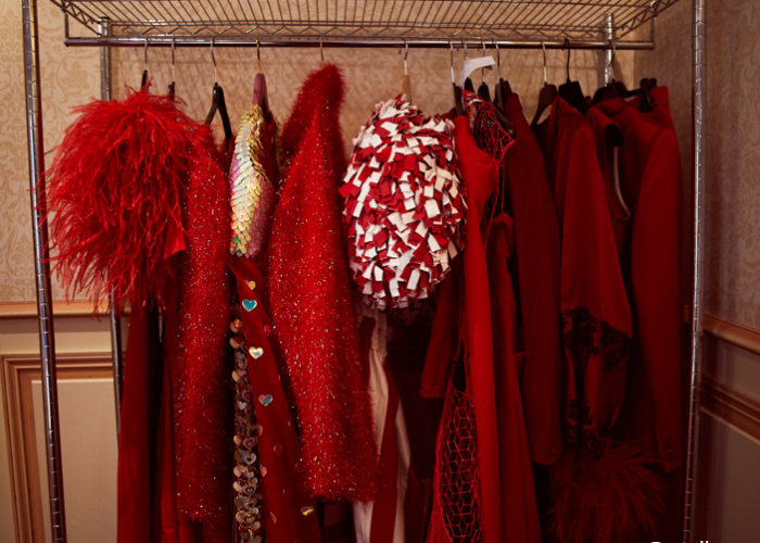 FITTING DAY RED DÉFILE